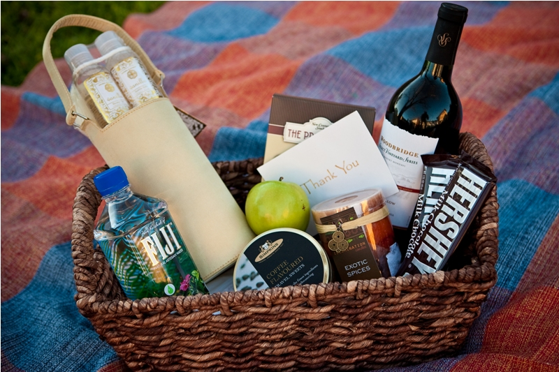 Out Of Town Wedding Guest Gift Basket Ideas | deweddingjpg.com